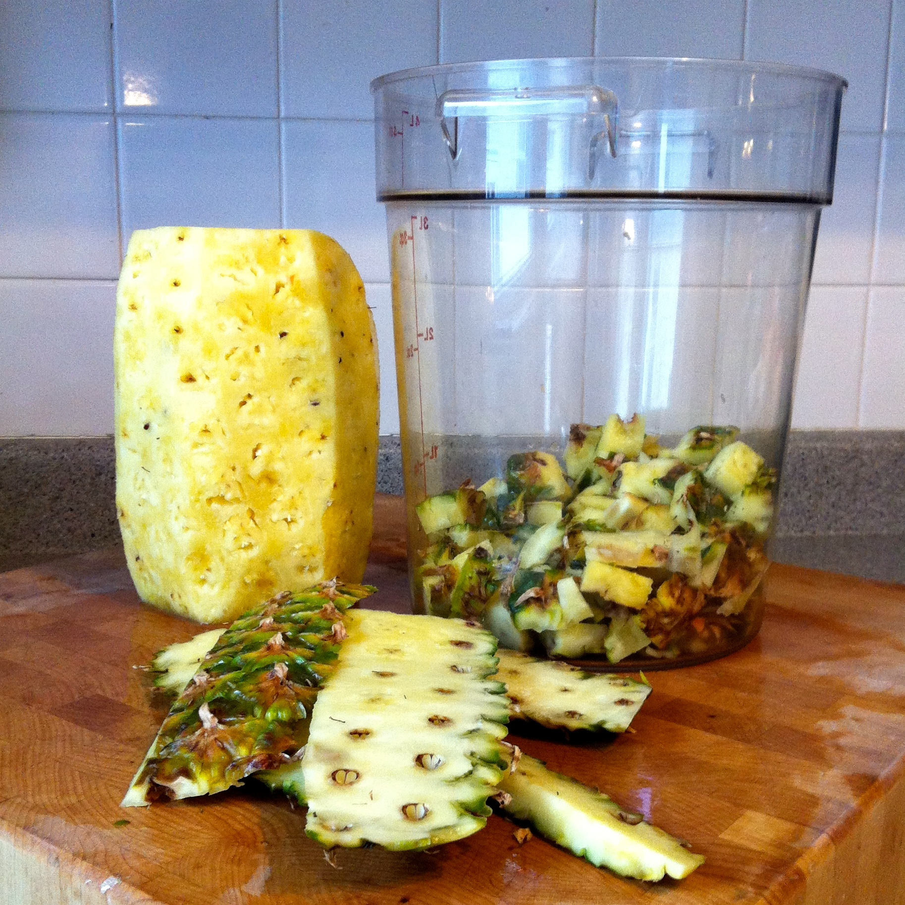 pineapple peelings to vinegar This study aimed to reduce post-harvest losses of pineapple local variety egbenana by the transformation of juice into vinegar through biotechnological process.